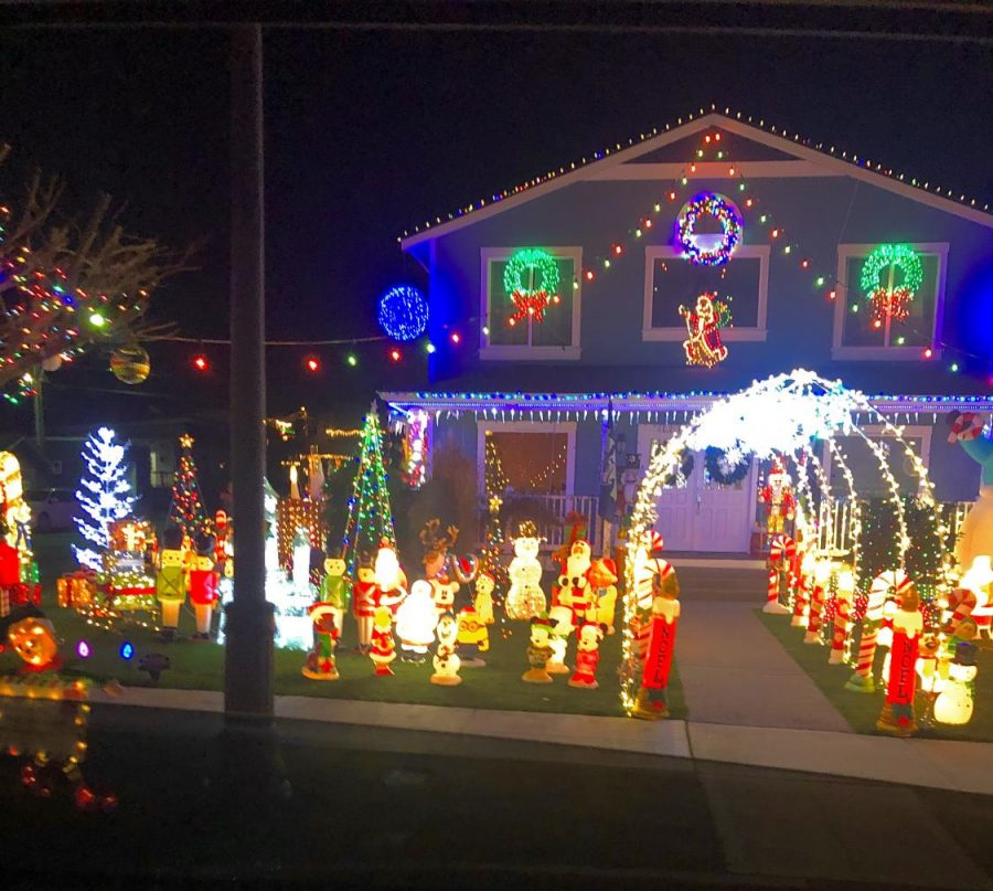 A house decorated for Christmas.